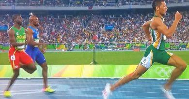 Wayde van Niekerk wins gold at Rio Olympics
